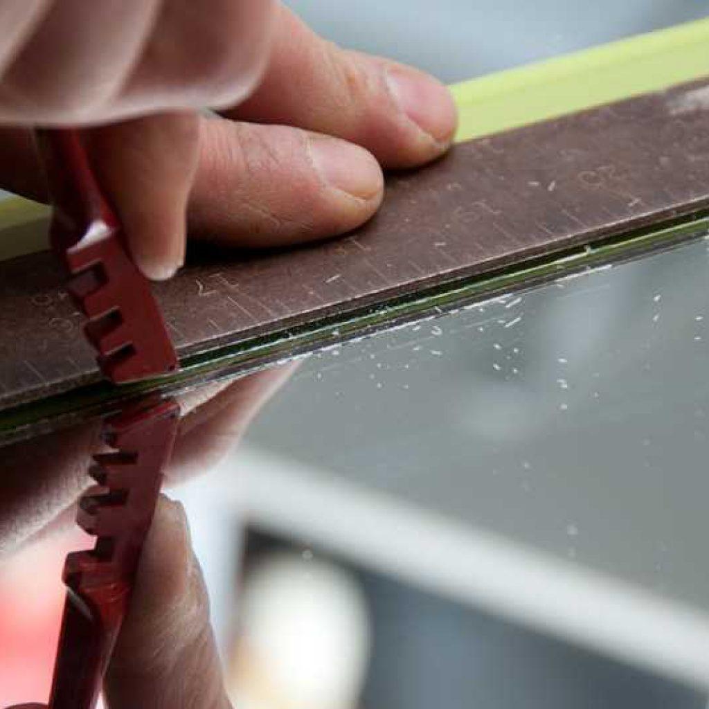 Чем обработать край стекла в домашних условиях